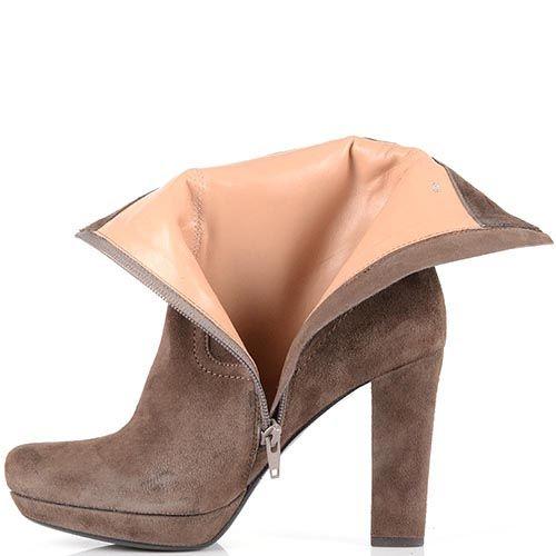 Ботинки Laura Mannini на высоком каблуке из замши светло-коричневого цвета, фото