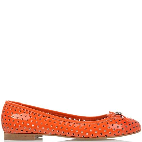 Балетки Richmond из лаковой кожи оранжевого цвета с перфорацией в форме звездочек, фото