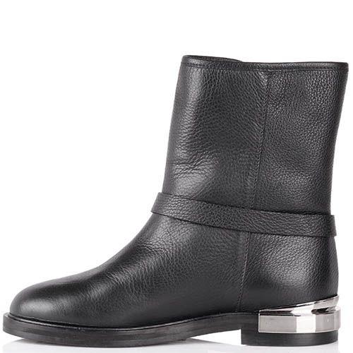 Ботинки The Seller зимние черного цвета с декоративным ремешком и металлической вставкой на пятке, фото