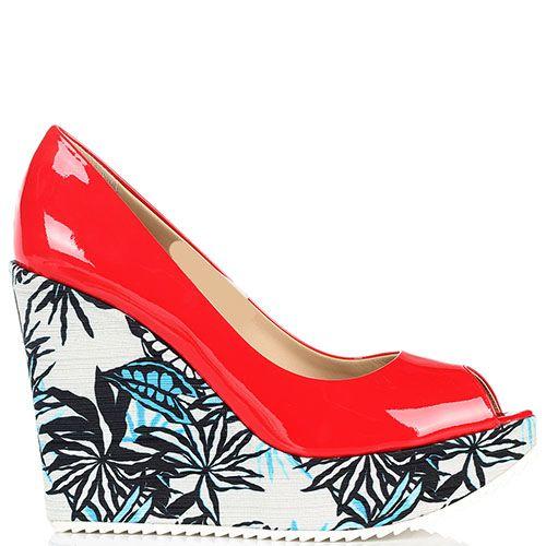 Туфли на танкетке из лаковой кожи с открытым носочком Vicini красного цвета, фото