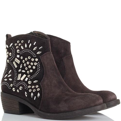 Замшевые ботинки Tosca Blu коричневого цвета с декором из металлических заклепок, фото