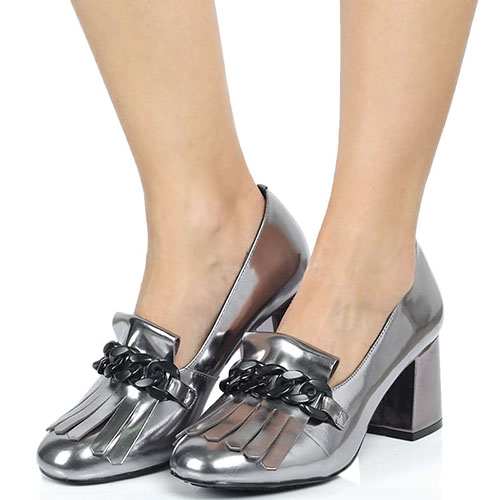 Кожаные туфли-лоферы серебристого цвета с декоративной цепочкой Tosca Blu на толстом каблуке, фото