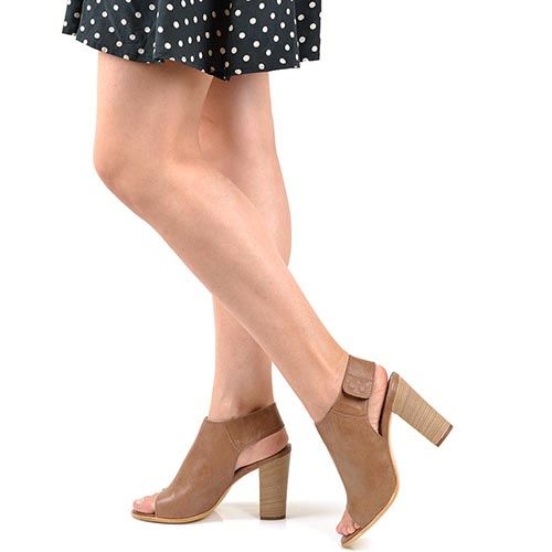 Босоножки-шутис Tosca Blu на каблуке кожаные светло-коричневые, фото