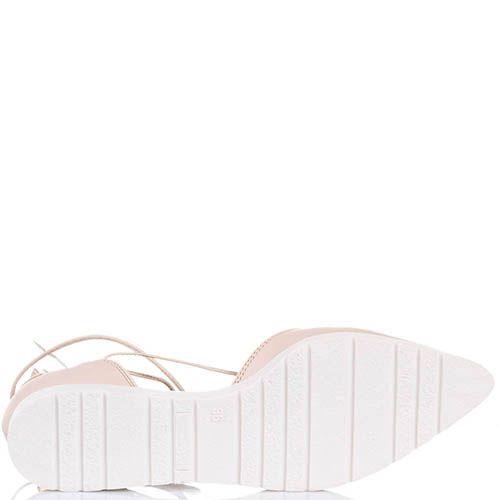 Туфли Tosca Blu бежевого цвета с острым носочком и греческой шнуровкой, фото
