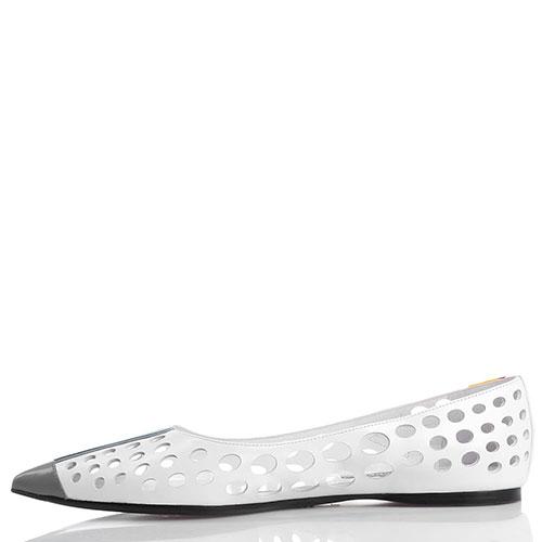 Белые балетки Prada с крупной перфорацией, фото