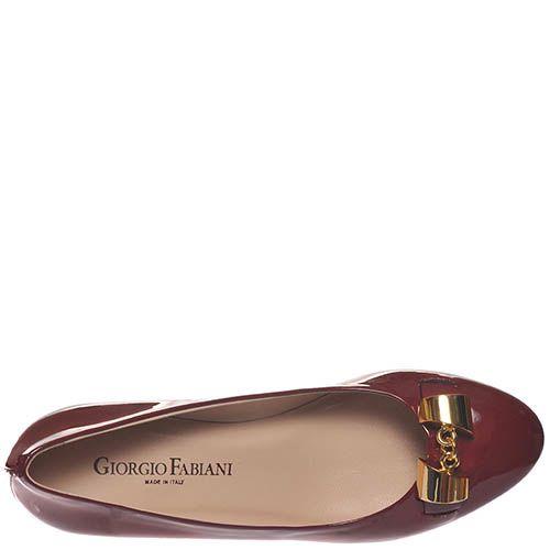 Туфли Giorgio Fabiani из лаковой кожи цвета марсала с золотистым декором, фото