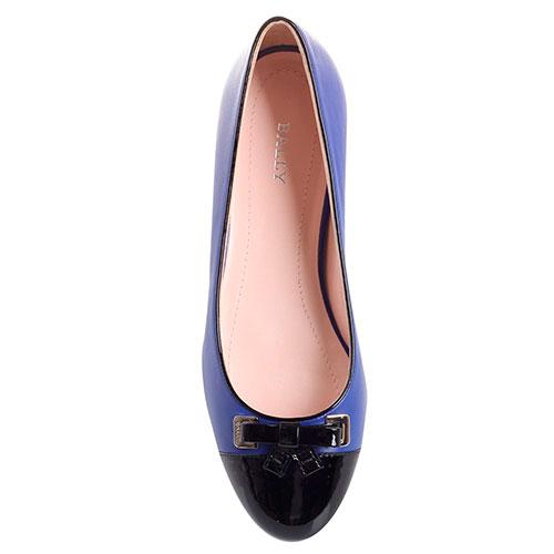 Балетки из синей кожи Bally с лаковым носочком, фото