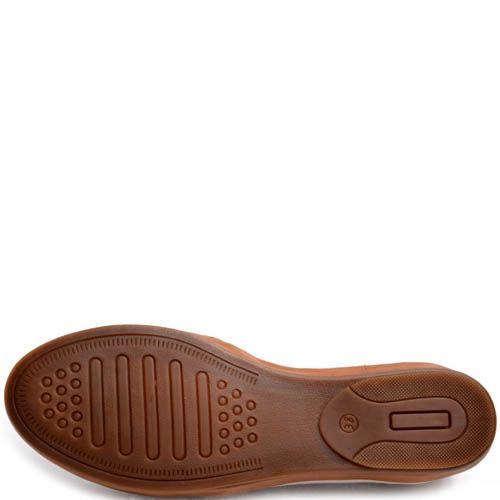 Туфли Prego бежевого цвета с коричневой окантовкой и мелкой перфорацией на носке, фото