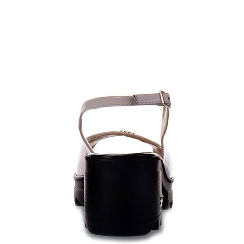 Лаковые босоножки Prego бежевого цвета на тракторной черной подошве, фото