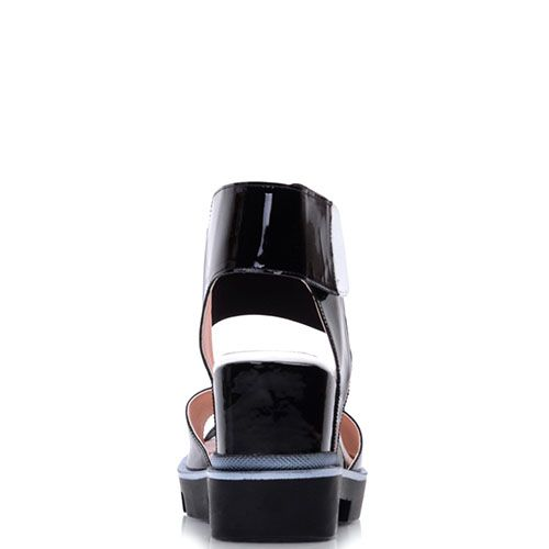 Босоножки Prego из лаковой кожи черного цвета на рельефной подошве, фото