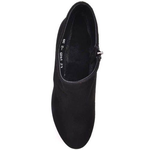 Ботильоны Prego черного цвета замшевые с верхом наискосок и на толстом каблуке, фото