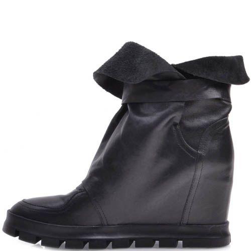 Ботинки Prego черного цвета со скрытой танкеткой и мягким голенищем с пряжкой, фото
