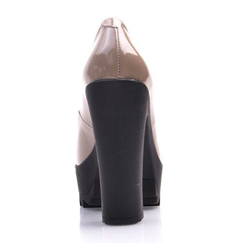 Лаковые туфли Prego из натуральной полированной кожи бежевого цвета на высоком каблуке, фото