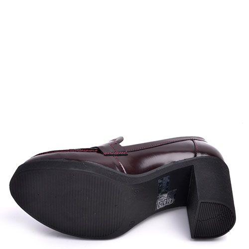 Туфли-лоферы Prego из натуральной глянцевой кожи бордового цвета на высоком устойчивом каблуке, фото