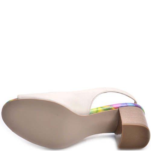 Босоножки Prego белые на толстом каблуке с узорной вставкой на подошве, фото