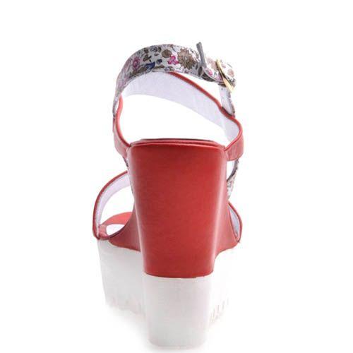 Босоножки Prego красного цвета с тканевыми цветочными вставками, фото