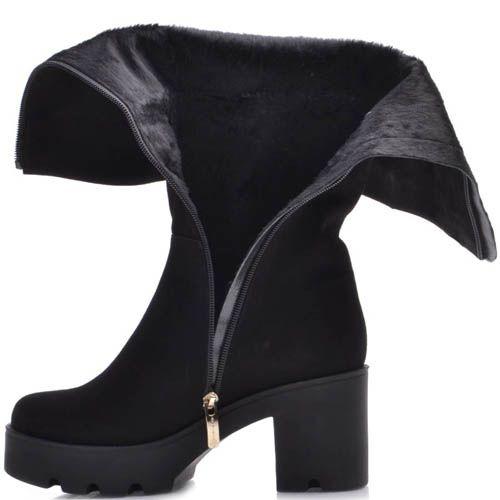 Сапоги Prego осенние замшевые черного цвета на толстом каблуке с декором в виде золотистого герба, фото