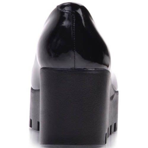 Туфли Prego лаковые на рельефной танкетке черные, фото