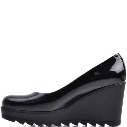Туфли Prego лаковые на высокой рельефной танкетке черные, фото