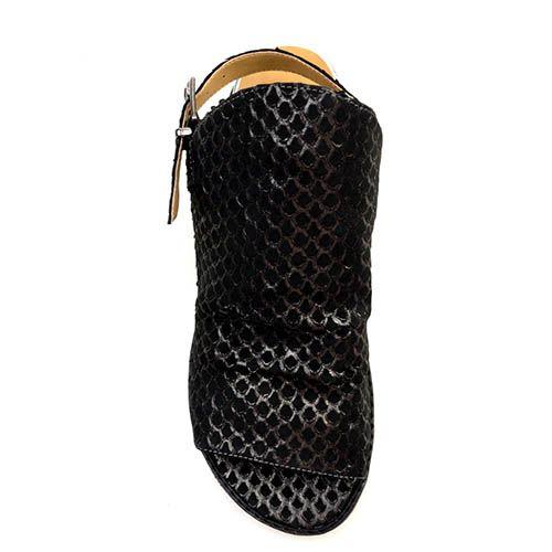 Закрытые босоножки Prego из натуральной кожи черного цвета на танкетке, фото