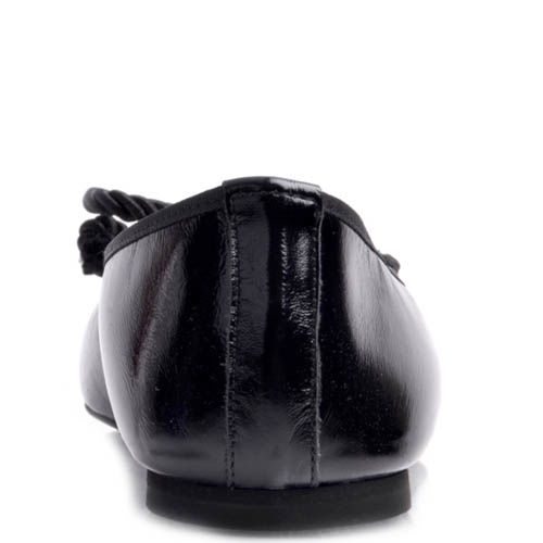 Балетки Prego черного цвета из глянцевой кожи и бантиком их веревки, фото