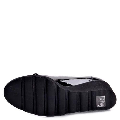 Туфли Prego из натуральной лаковой кожи черного цвета на танкетке, фото