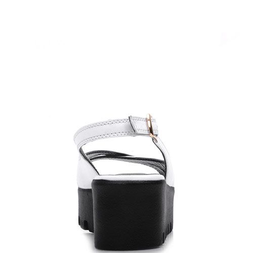 Босоножки на танкетке Prego из кожи белого цвета с ремешком, фото