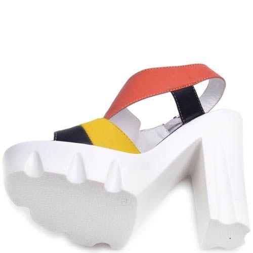 Босоножки Prego разноцветные на толстой белом каблуке и танкетке, фото