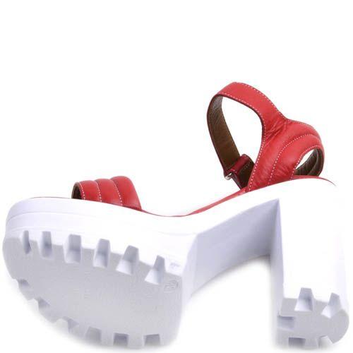 Босоножки Prego красного на толстой белом каблуке и танкетке, фото