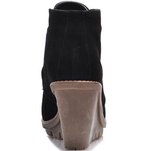 Ботинки Prego зимние замшевые черного цвета с коричневой танкеткой, фото