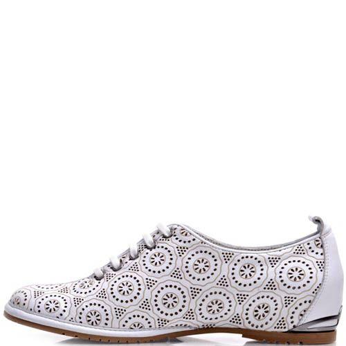 Ботинки Prego белые с перфорацией и металлической вставкой на пятке, фото