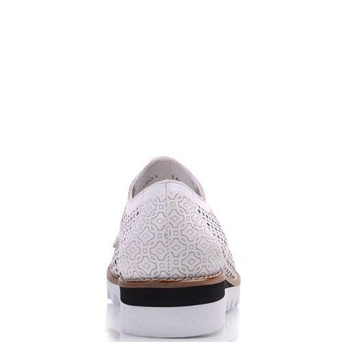 Кожаные туфли Prego белые с узорной перфорацией и рельефной подошвой, фото
