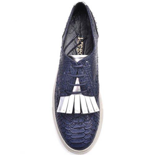 Кеды Prego синего цвета из кожи фактуры змеи с декором в виде бахромы, фото