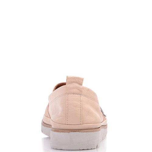 Слиперы Prego из натуральной матовой кожи бежевого цвета декорированные металлической деталью, фото