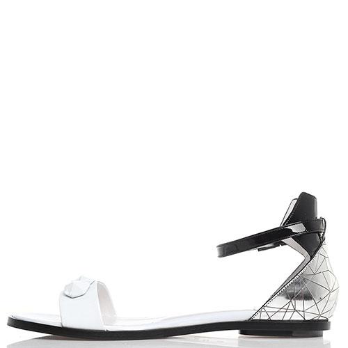 Черно-белые сандалии Iceberg с серебристой пяточкой, фото