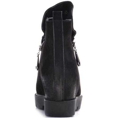 Ботинки Prego зимние на танкетке из черного нубука с молниями и заклепками, фото