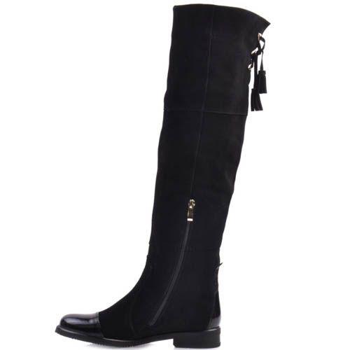 Сапоги Prego осенние замшевые черного цвета на плоском ходу с завязками в виде кисточек и лаковым носком, фото