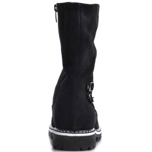 Ботинки Prego зимние черного цвета с декором в виде двух маленьких пряжек и вставкой белого цвета на подошве, фото
