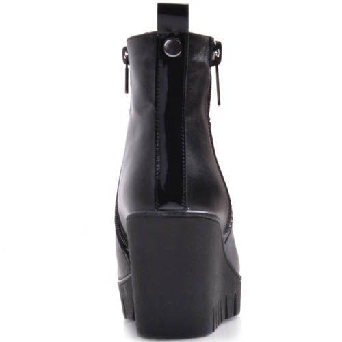 Ботильоны Prego черного цвета из гладкой кожи на танкетке, фото