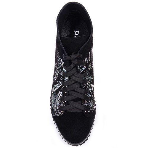 Кеды Prego из замши черного цвета с газетным принтом и лаковой вставкой на носке, фото