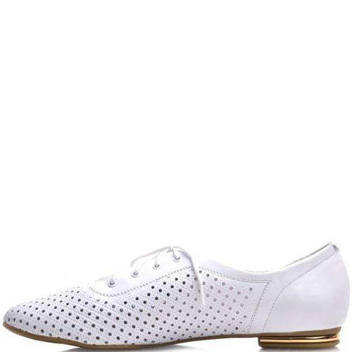 Туфли Prego женские белого цвета на шнуровке с перфорацией и металлической вставкой на каблуке, фото