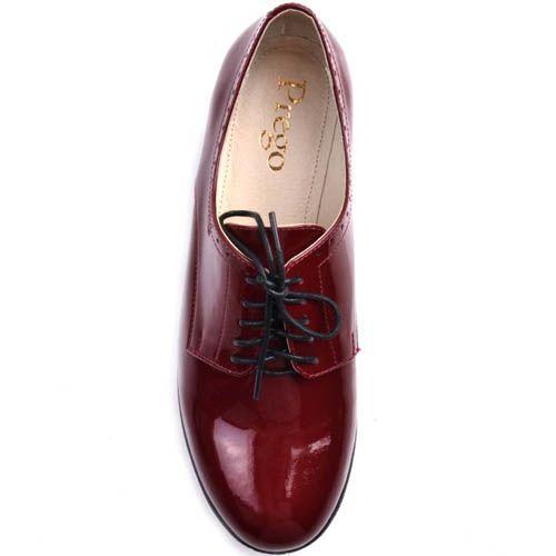 Ботинки Prego женские бордового цвета из лаковой кожи на широком каблуке, фото