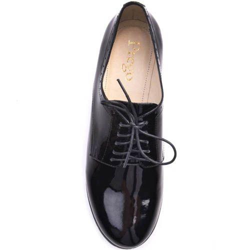 Туфли Prego лаковые черного цвета на толстом каблуке с перфорацией по краю, фото