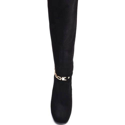 Сапоги Prego зимние черного цвета с замшевым каблуком и металлическим ремешком золотистого цвета вокруг щиколотки, фото