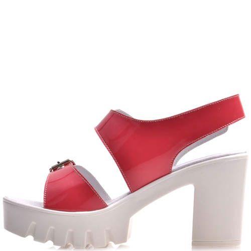 Босоножки Prego красного цвета с пряжками и с толстым каблуком, фото