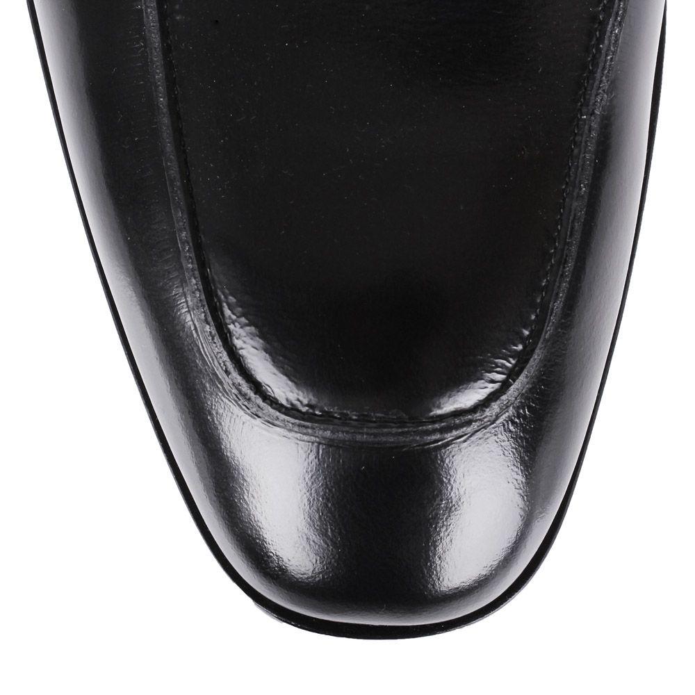 Лоферы Roberto Cavalli черного цвета из полированной кожи с металлическими заклепками на перемычке