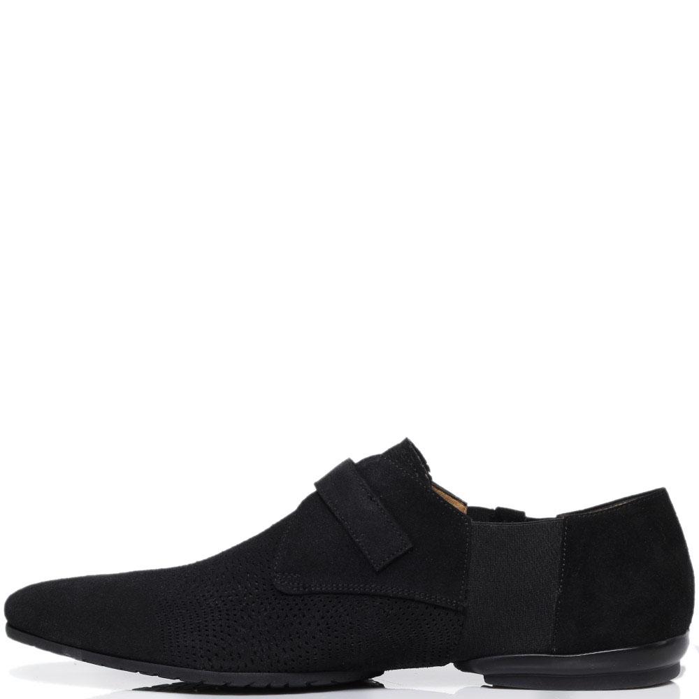 Замшевые туфли черного цвета с перфорацией Cesare Paciotti украшенные декоративной пряжкой