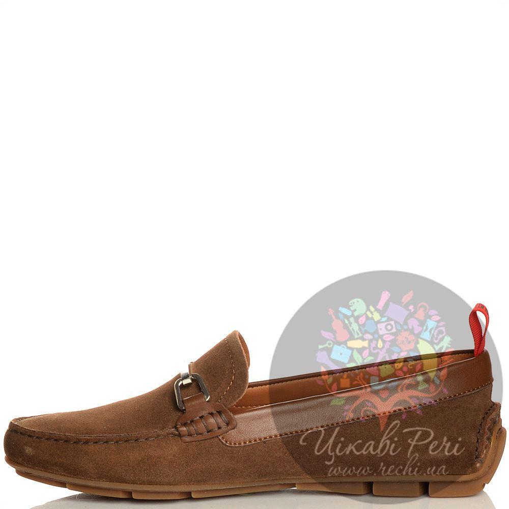 Лоферы Moschino цвета коричневого хаки замшевые с перетяжкой-шильдой