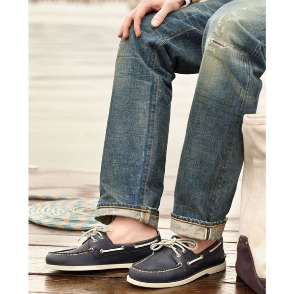 Топсайдеры Sperry мужские синего цвета с белой шнуровкой