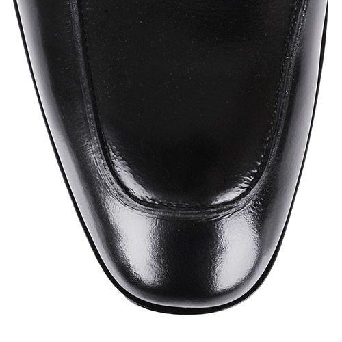 Лоферы Roberto Cavalli черного цвета из полированной кожи с металлическими заклепками на перемычке, фото